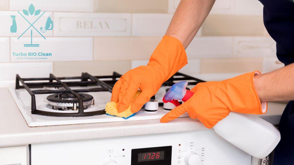 Sa curatam petele de grasime din bucatarie
